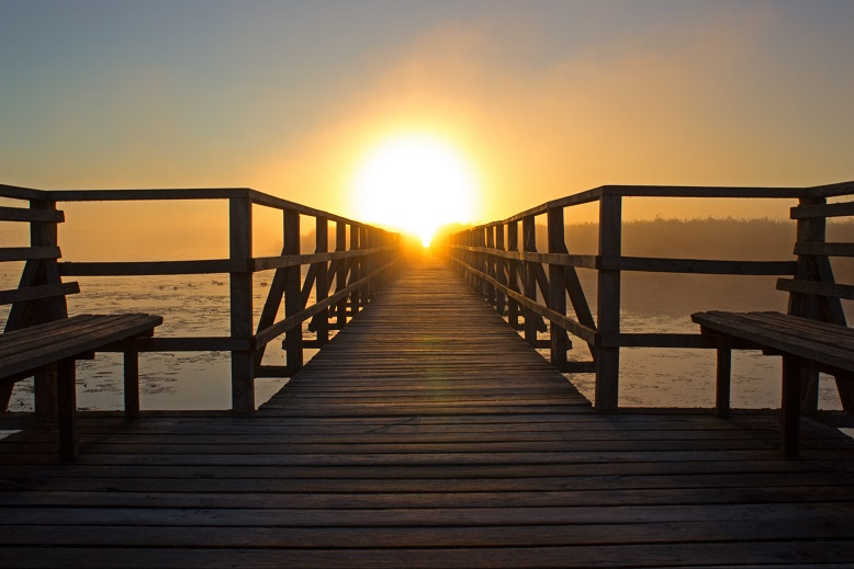 image chemin-mer-coucher-soleil
